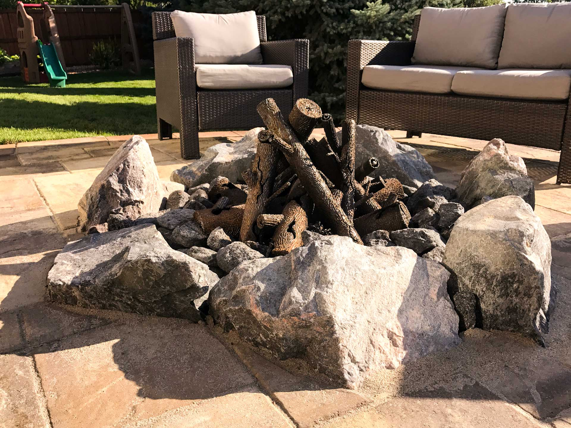 Grant Ranch Patio integrated natural stone firepit